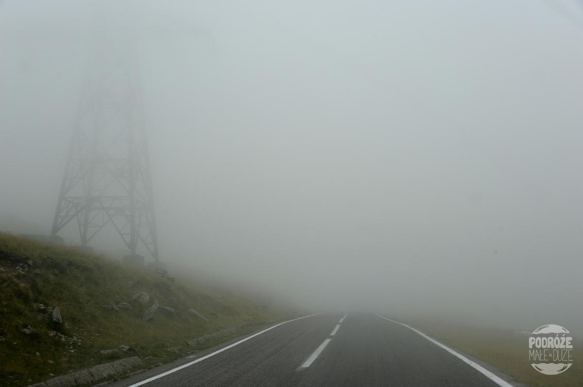 Rumunia droga trasa Transfogaraska mgła