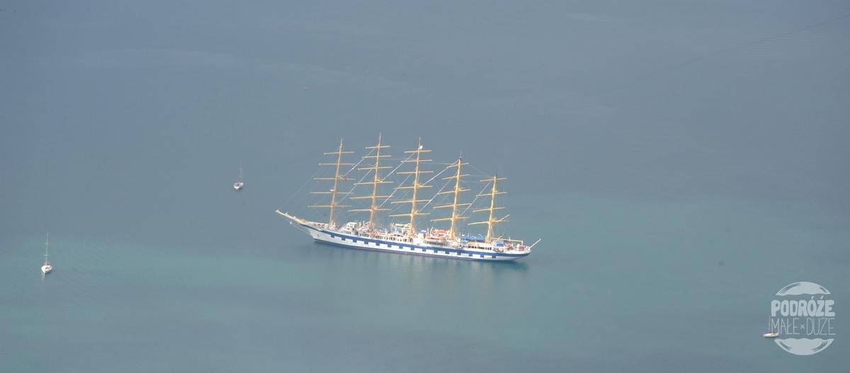 czarnogora boka kotorska inaczej zatoka kotorska widok z góry na statek