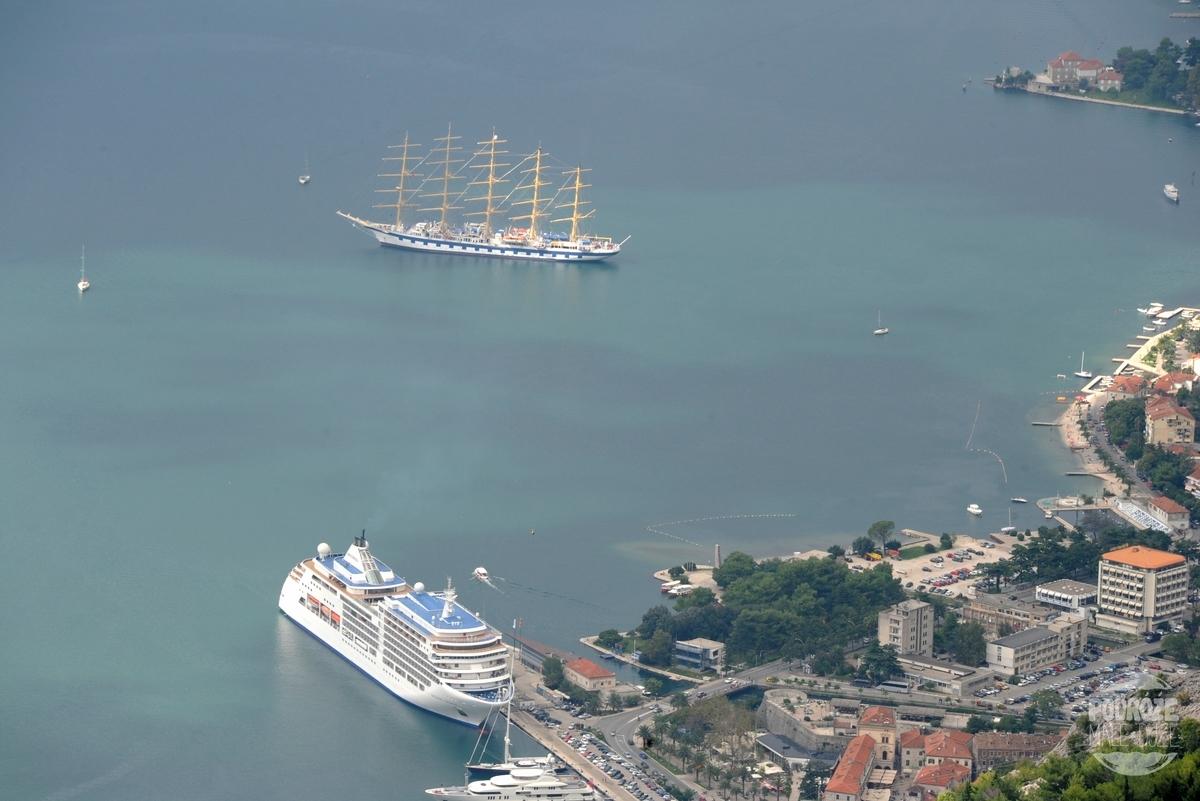 czarnogora boka kotorska inaczej zatoka kotorska widok na port