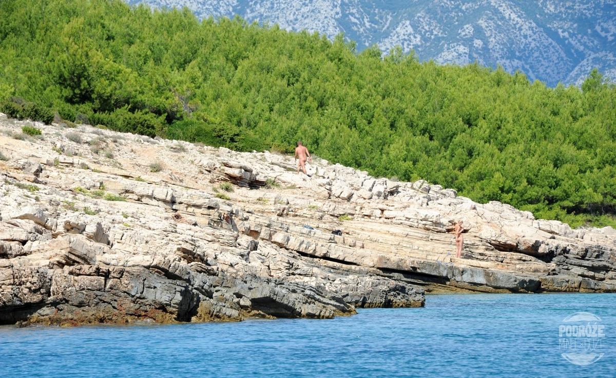 wyspa Hvar dzika plaża nudyści