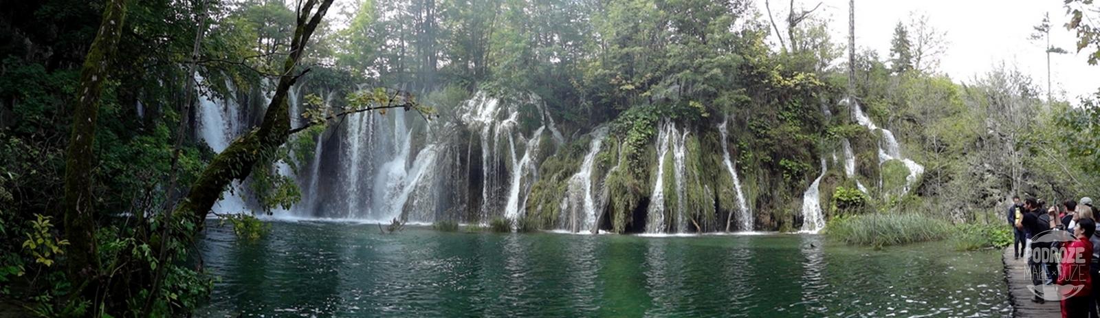Chorwacja Jeziora Plitwickie Park Narodowy turyści i wodospady