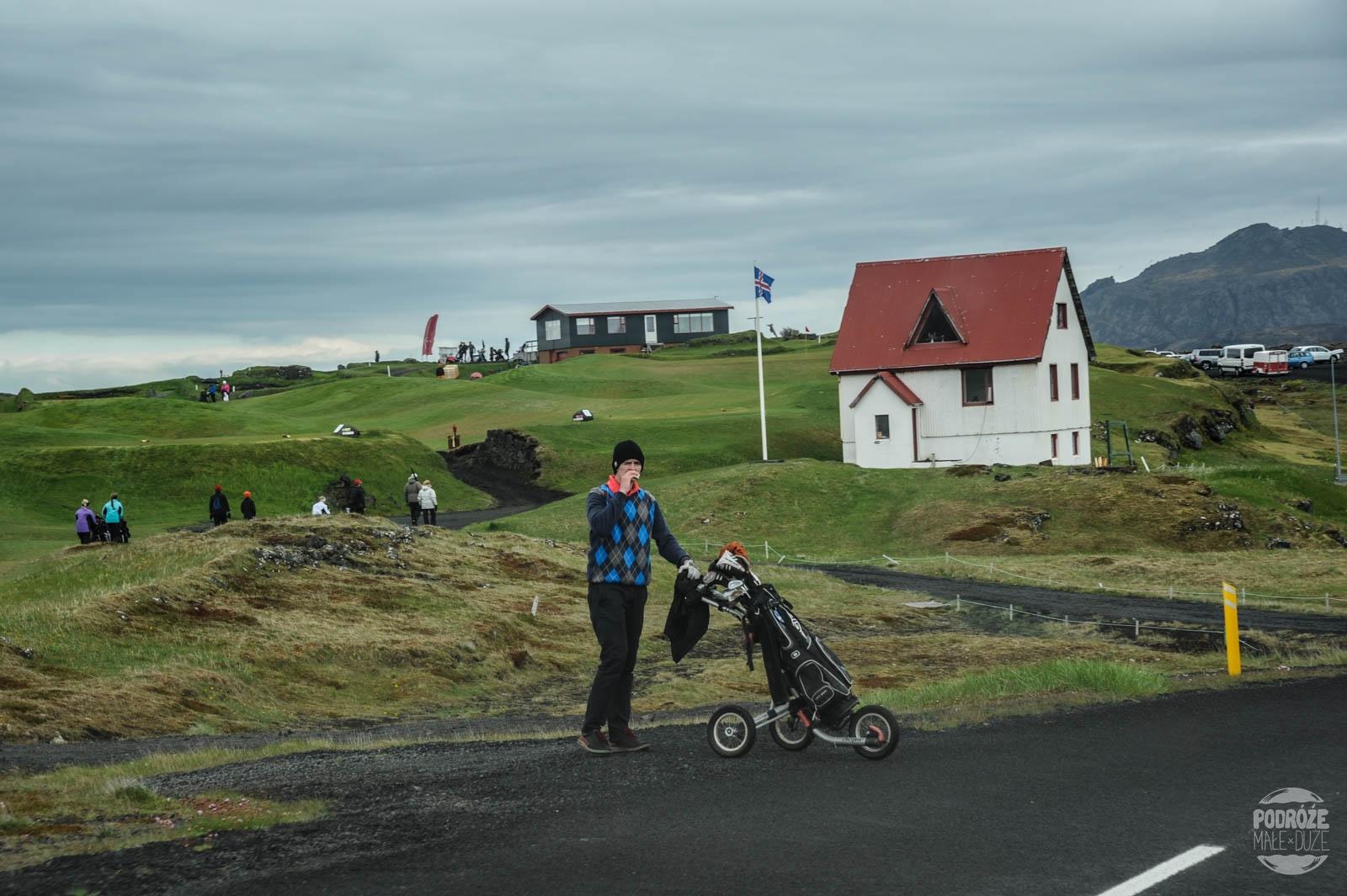 pole golfowe na Islandii