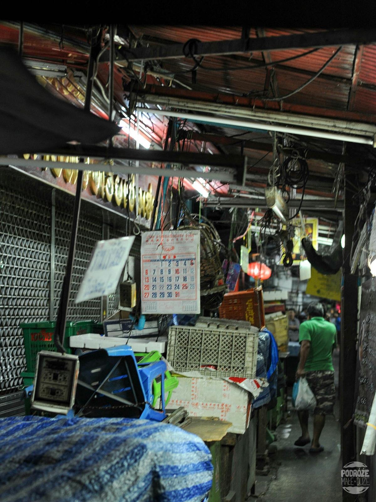 Życie uliczne. Bangkok. Dzielnica China Town. Tajlandia podczas podróży Azja z plecakiem.