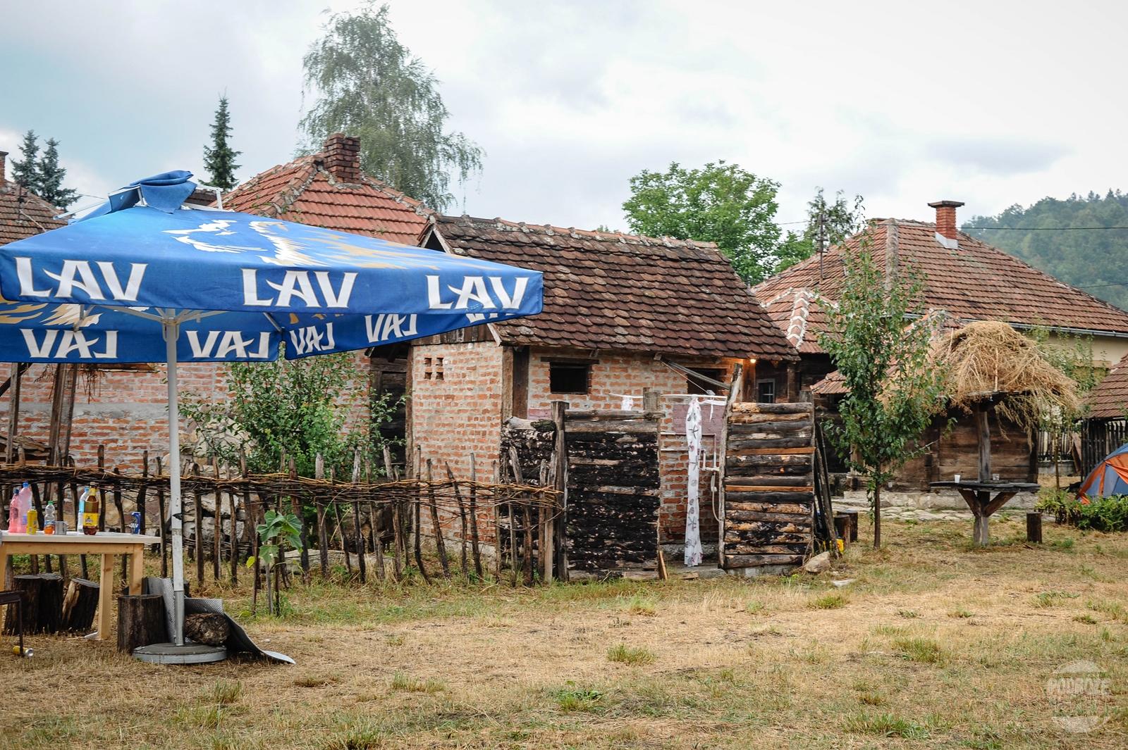 Serbia festiwal trąb w Guca kemping