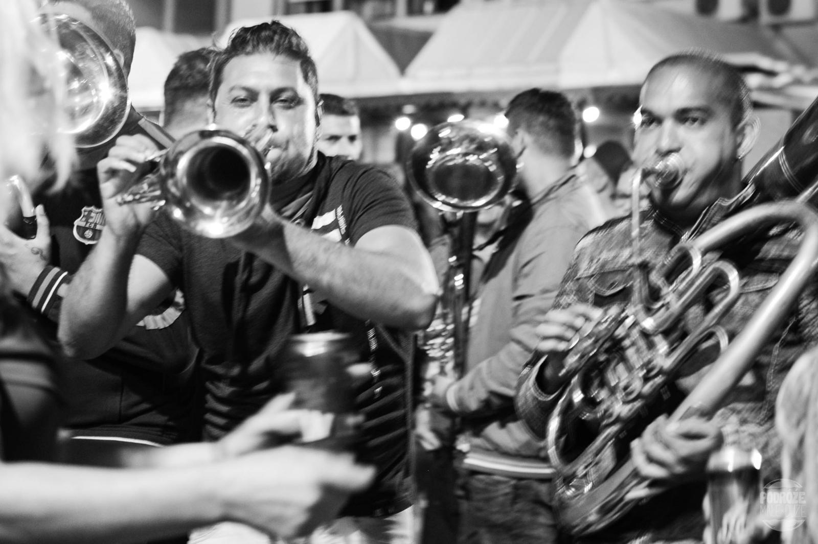 Serbia festiwal trąb w Guca muzyka na żywo na ulicy