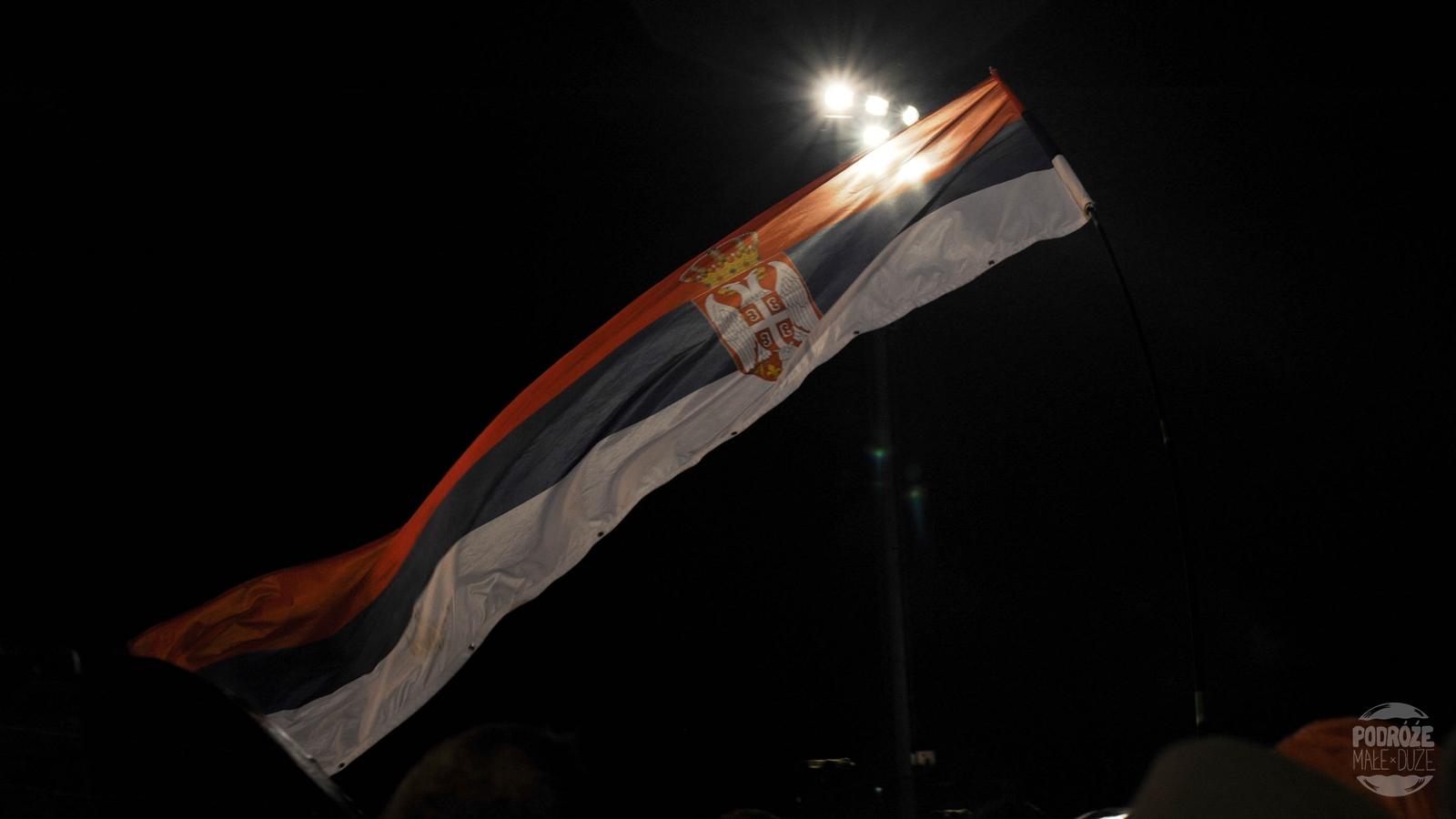 Serbia festiwal trąb w Guca koncert na stadionie flaga
