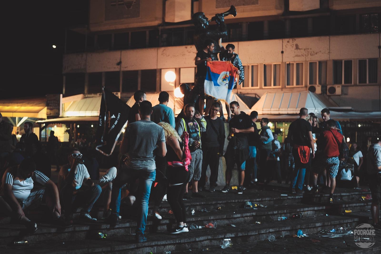 Serbia festiwal trąb w Guca pomnik