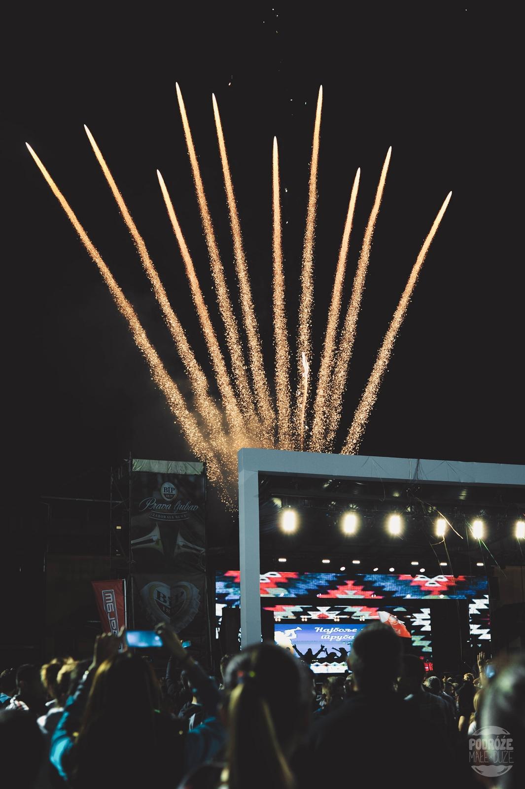 Serbia festiwal trąb w Guca koncert na stadionie